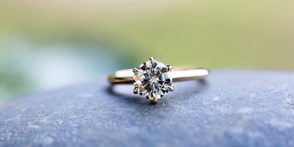 Do Amore Rings - Engagement & wedding rings that help solve